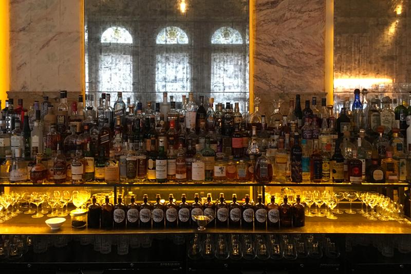 London Edition Bar area